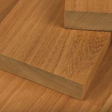 Tablas de madera de cedro Bosse